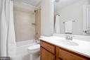 Full bath in 3rd-floor hallway for secondary rooms - 115 GRACIE PARK DR, HERNDON