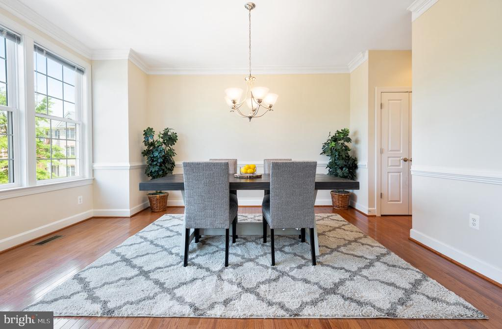 There are too many places to eat in this townhome - 115 GRACIE PARK DR, HERNDON