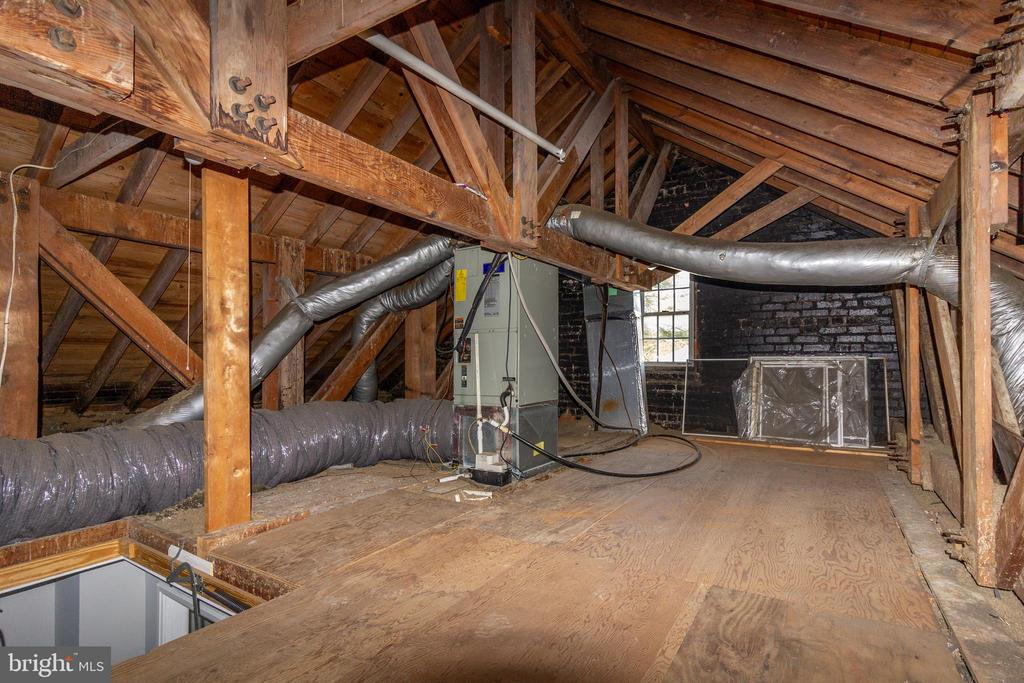 Huge attic for storage or expansion! - 4839 27TH RD S, ARLINGTON