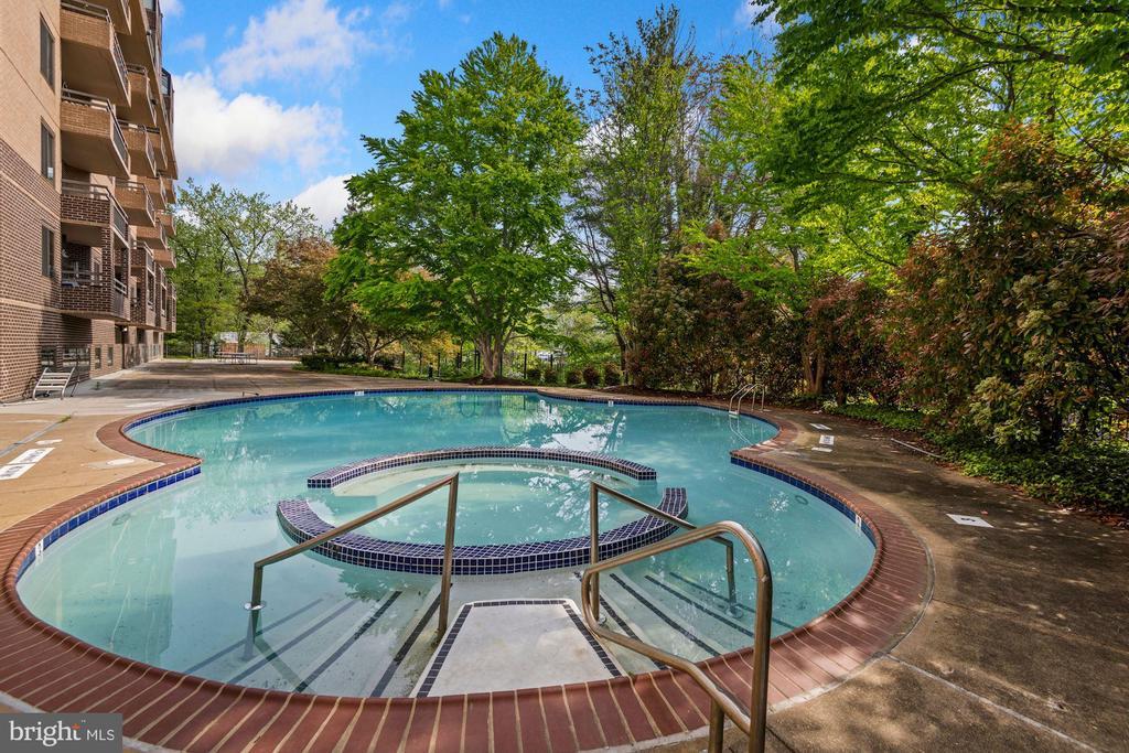 Resort Style Swimming Pool - 2111 WISCONSIN AVE NW #524, WASHINGTON