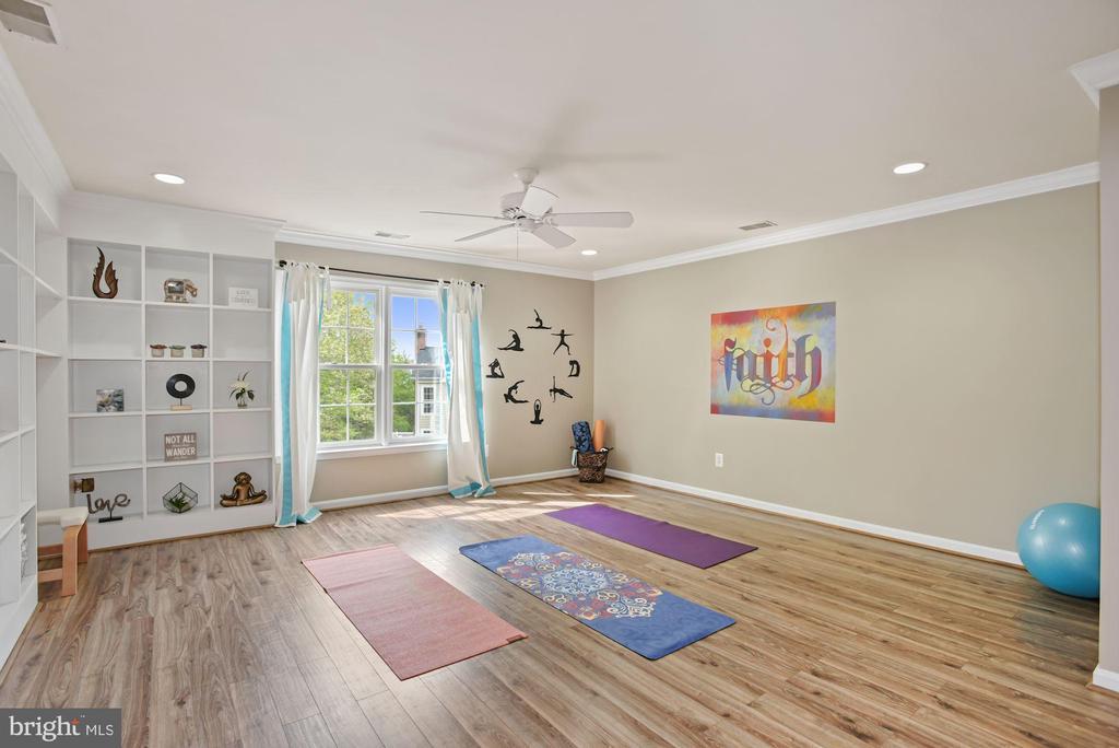 Second upper level recreation room - 3701 MAPLE HILL RD, FAIRFAX