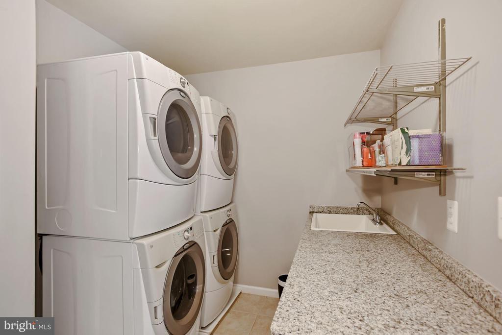 Upper level laundry - 3701 MAPLE HILL RD, FAIRFAX