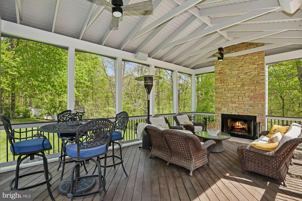 Screened in Porch access off Kitchen - 3701 MAPLE HILL RD, FAIRFAX