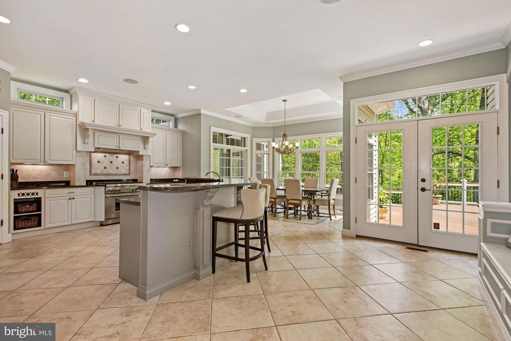 Breakfast room off kitchen - 3701 MAPLE HILL RD, FAIRFAX
