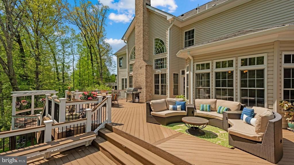 Large Double Deck - 3701 MAPLE HILL RD, FAIRFAX