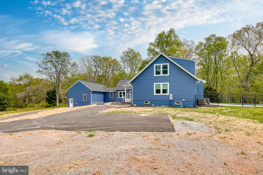 - 16942 FREDERICK RD, MOUNT AIRY