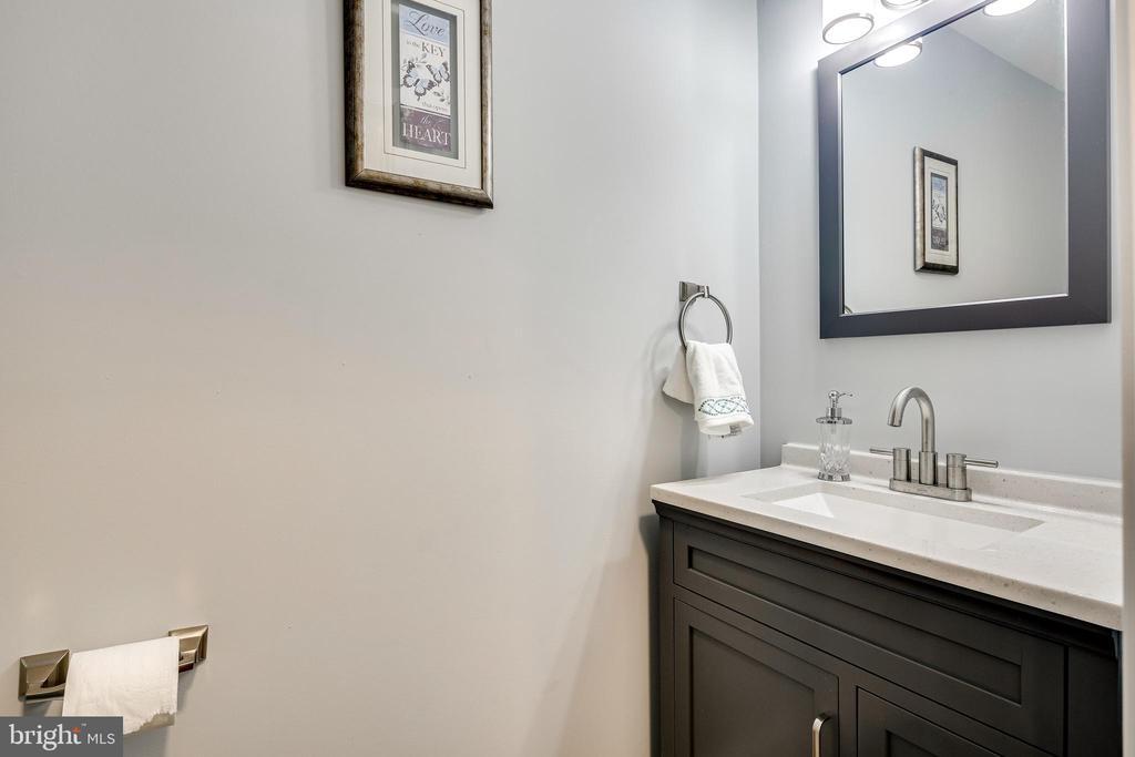 Half Bath/Main Floor - 16942 FREDERICK RD, MOUNT AIRY
