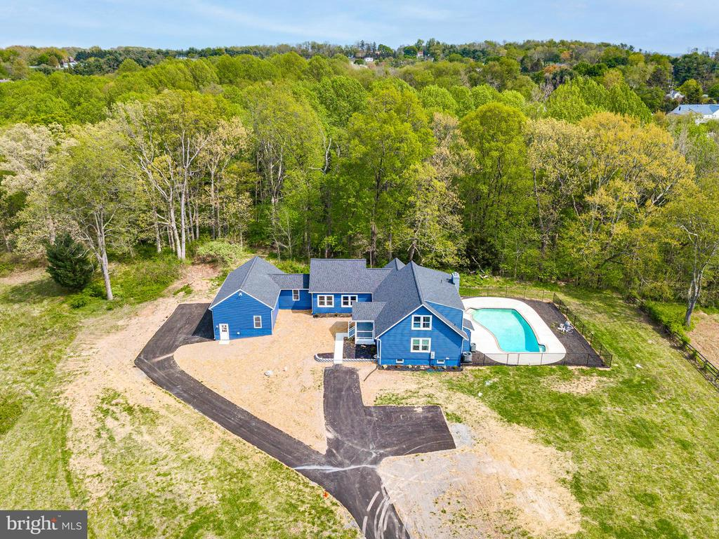 Welcome to 16942 Frederick Rd! - 16942 FREDERICK RD, MOUNT AIRY