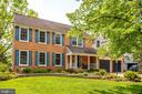 Professionally landscaped front gardens - 19 GRISWOLD CT, POTOMAC FALLS