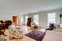 Lots of floor to ceiling windows - 19 GRISWOLD CT, POTOMAC FALLS
