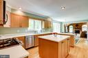 Maple kitchen cabinets with corian countertops - 19 GRISWOLD CT, POTOMAC FALLS