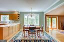 Breakfast area with bay window overlooking back - 19 GRISWOLD CT, POTOMAC FALLS