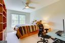 Third bedroom overlooks backyard - 19 GRISWOLD CT, POTOMAC FALLS