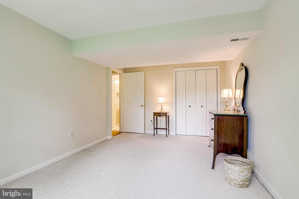Fourth bedroom - private and inviting guest room - 19 GRISWOLD CT, POTOMAC FALLS