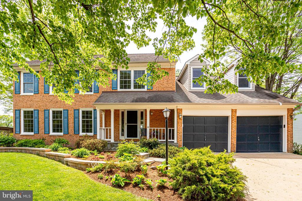 Welcome to your wonderful new home - 19 GRISWOLD CT, POTOMAC FALLS