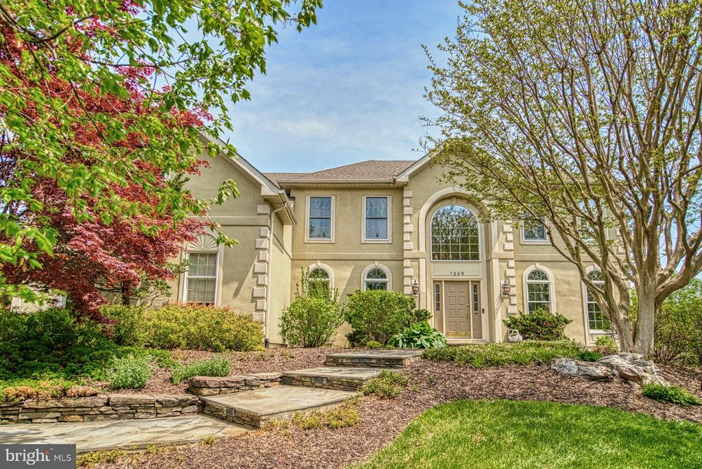 1269 Cobble Pond Way - Stately and Inviting - 1269 COBBLE POND WAY, VIENNA