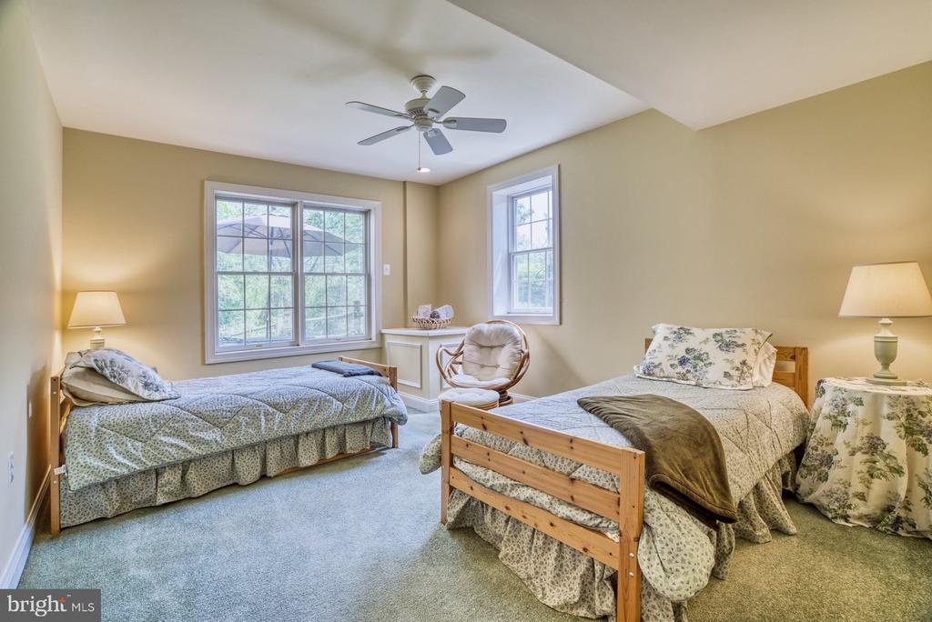 Basement Bedroom has Walk In Closet and En Suite - 1269 COBBLE POND WAY, VIENNA
