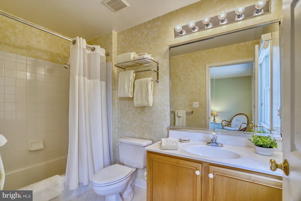Bedroom #4 En Suite Bath - 1269 COBBLE POND WAY, VIENNA