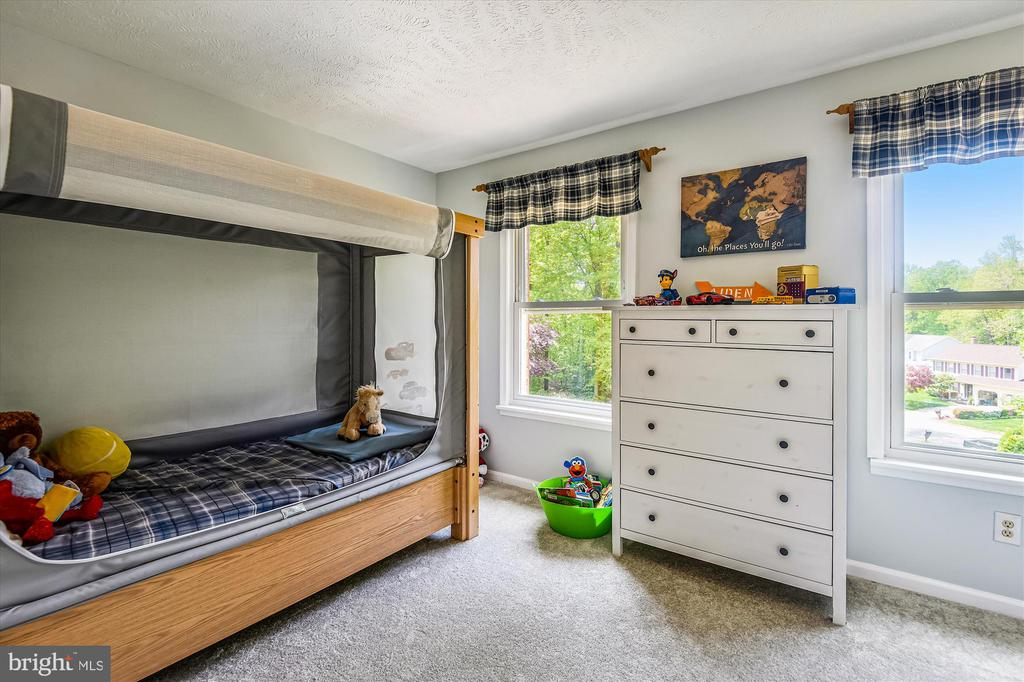 All five bedrooms on the same level is a rare find - 15034 HOLLEYSIDE DR, DUMFRIES