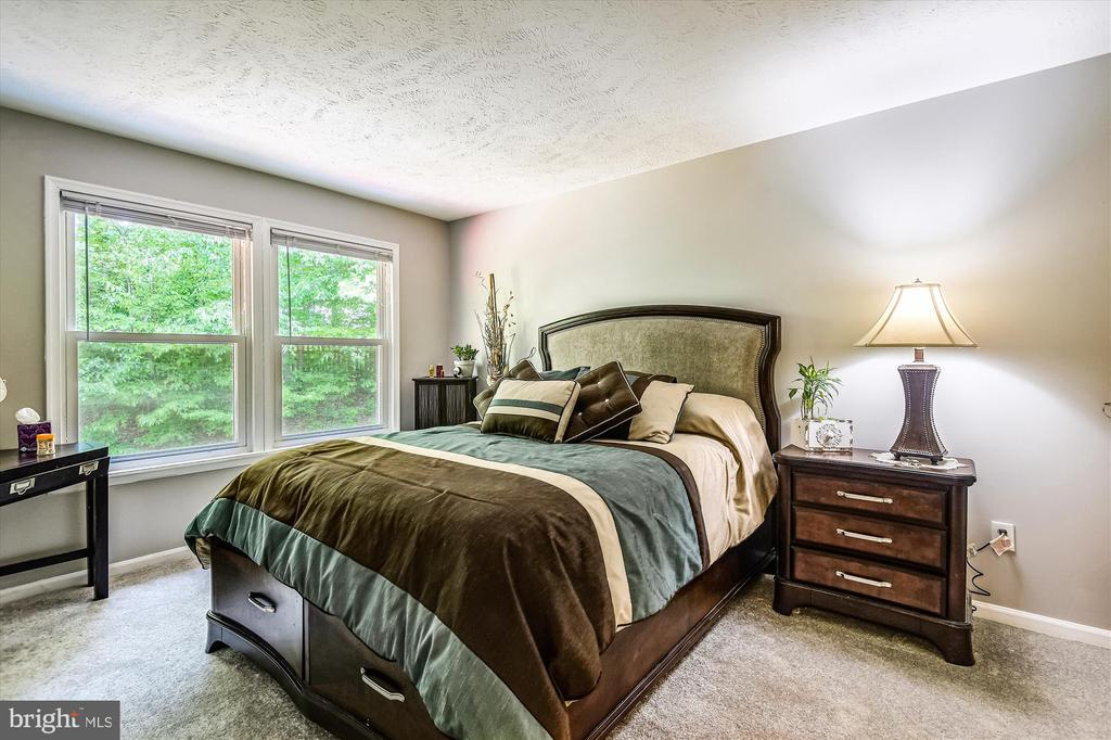 Four more spacious bedrooms for a total of FIVE! - 15034 HOLLEYSIDE DR, DUMFRIES