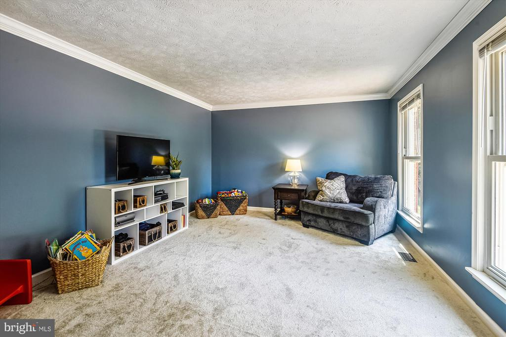 Perfect space for homeschooling or a home office! - 15034 HOLLEYSIDE DR, DUMFRIES