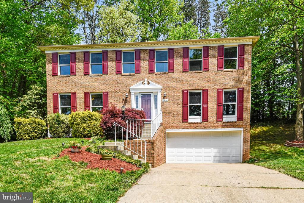 FIVE bedrooms on a super private lot in Montclair! - 15034 HOLLEYSIDE DR, DUMFRIES