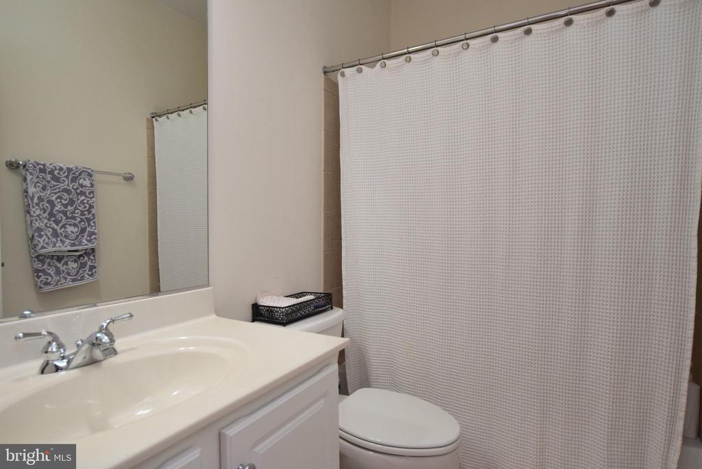 Princess Suite Bath - 43341 CEDAR POND PL, CHANTILLY