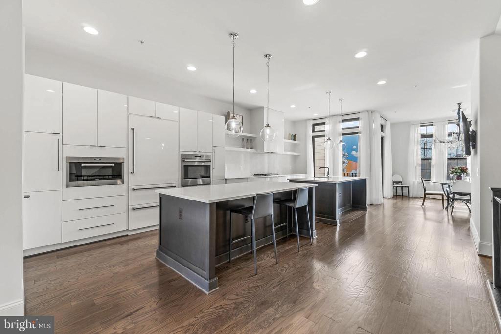 Kitchen w/upgraded Cabinetry  & Quartz - 20382 NORTHPARK DR, ASHBURN