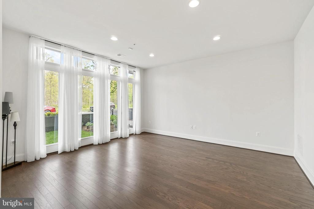 Spacious Office or Formal Living Rm w/French  Door - 20382 NORTHPARK DR, ASHBURN