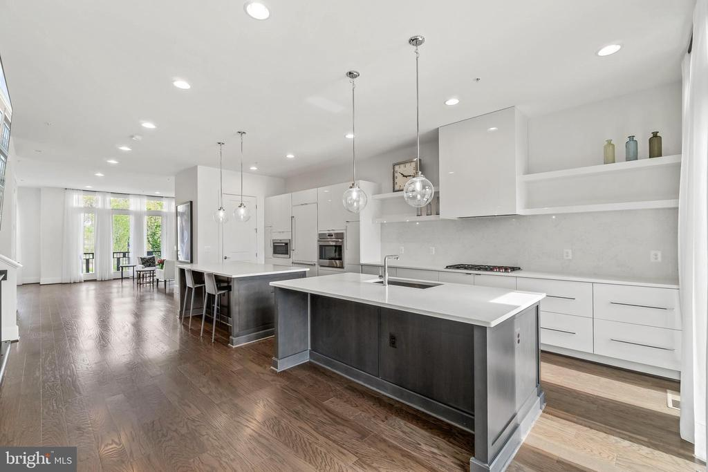 Spectacular space for at home living & entertainin - 20382 NORTHPARK DR, ASHBURN