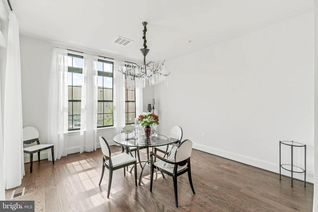 Dining Room  w/access to 2nd level Deck - 20382 NORTHPARK DR, ASHBURN