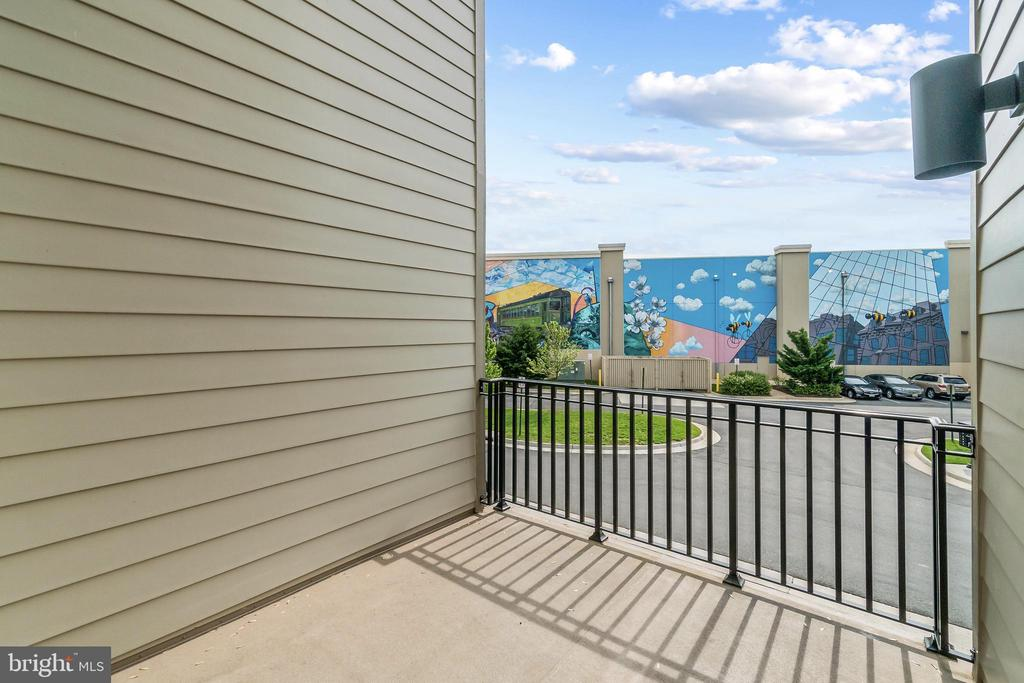 Deck on 2nd Level to enjoy your morning coffee - 20382 NORTHPARK DR, ASHBURN