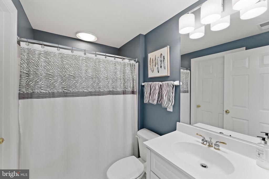 lower level full bath - 11618 CEDAR CHASE RD, HERNDON