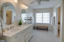 A luxurious primary bath ensuite - 42624 LEGACY PARK DR, BRAMBLETON