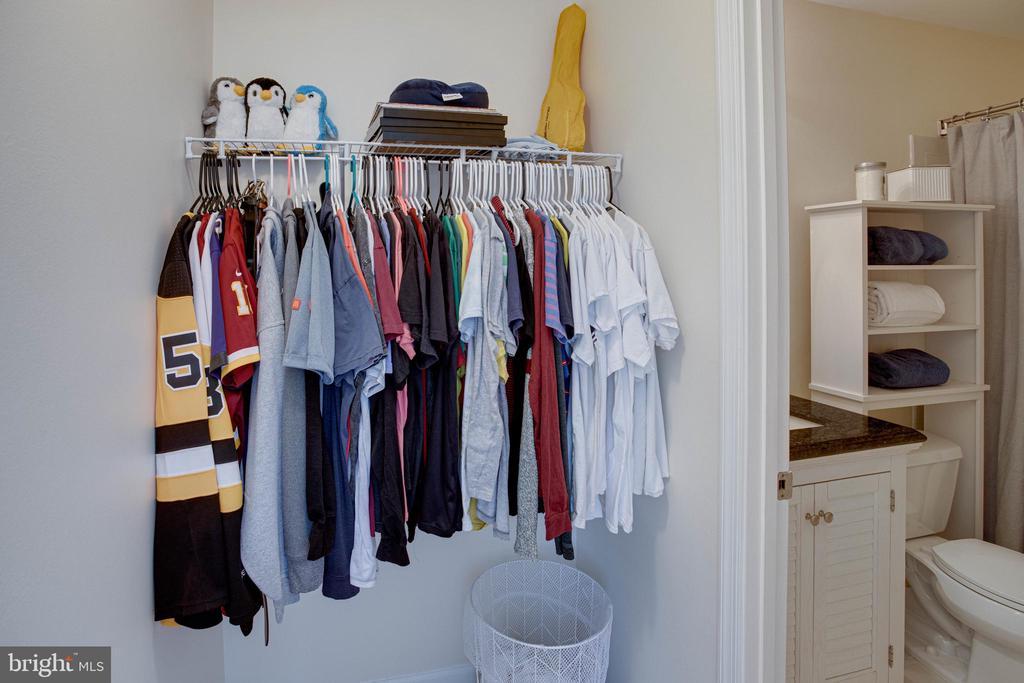 A Walk In Closet - 42624 LEGACY PARK DR, BRAMBLETON