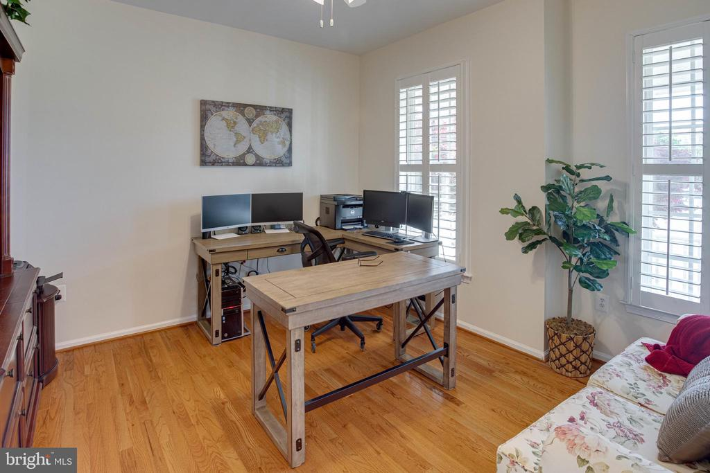 The ideal home office - 42624 LEGACY PARK DR, BRAMBLETON