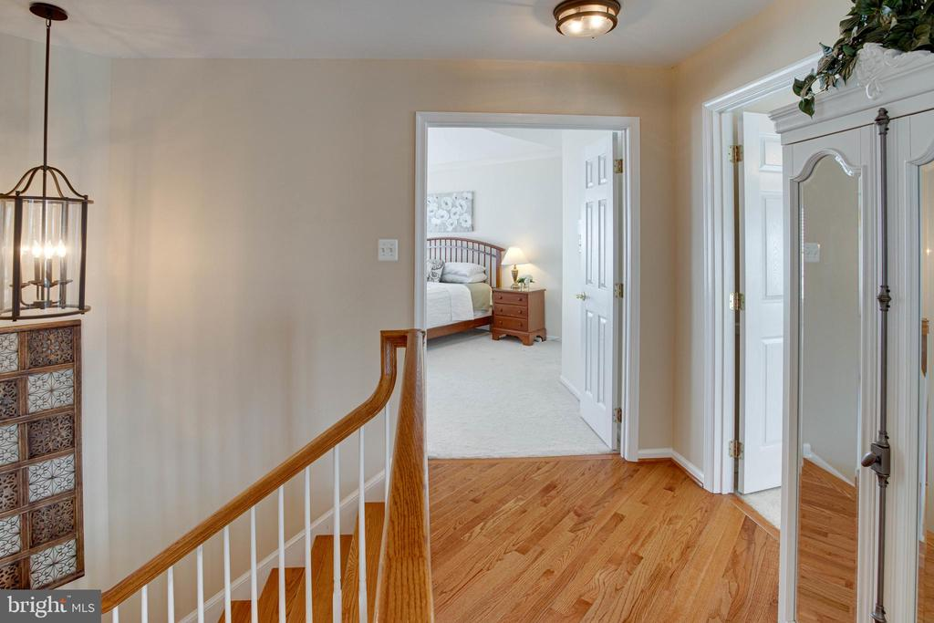 Again...wide open hallways - 42624 LEGACY PARK DR, BRAMBLETON