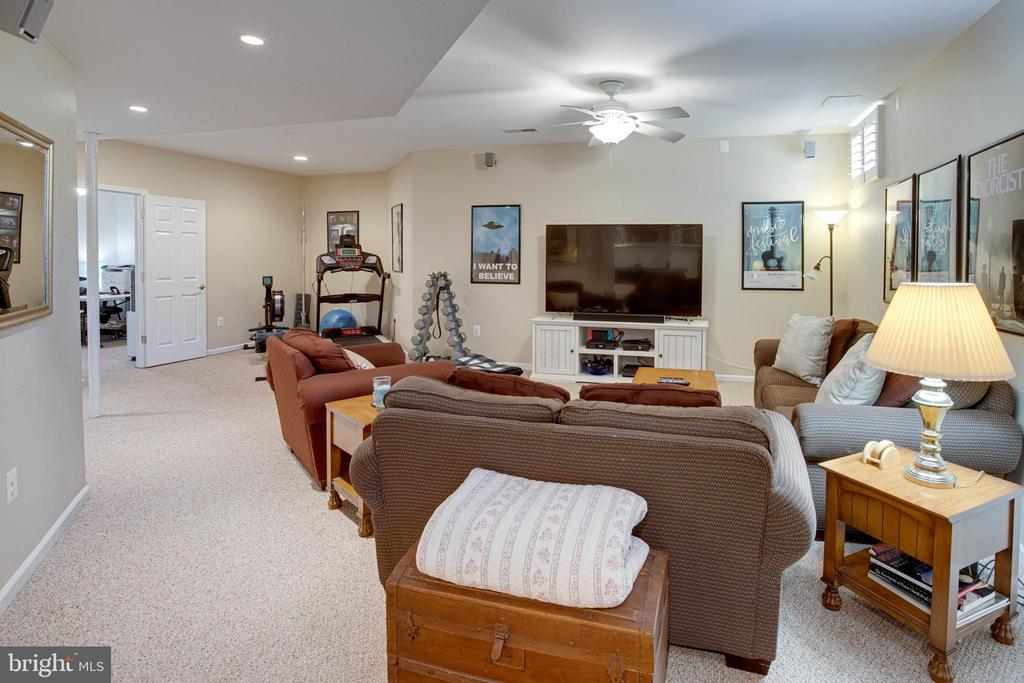 The Media Hub of the Home! - 42624 LEGACY PARK DR, BRAMBLETON