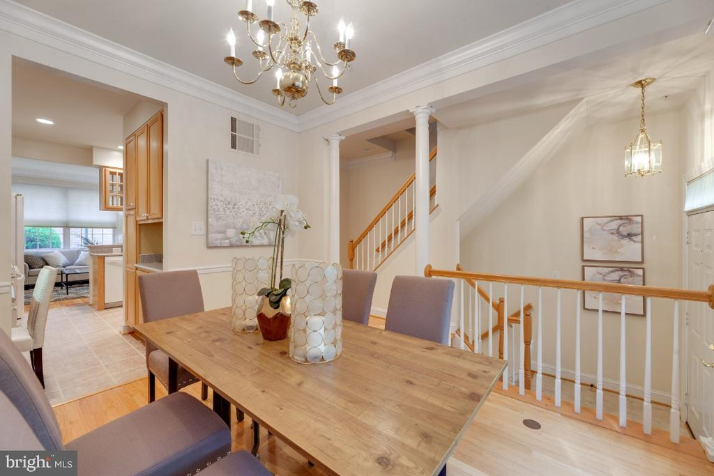 Separate dining room - 2621 FAIRFAX DR, ARLINGTON