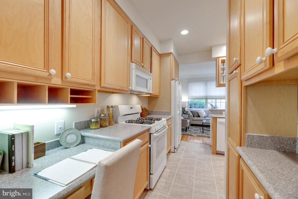Ample cabinet storage in kitchen - 2621 FAIRFAX DR, ARLINGTON