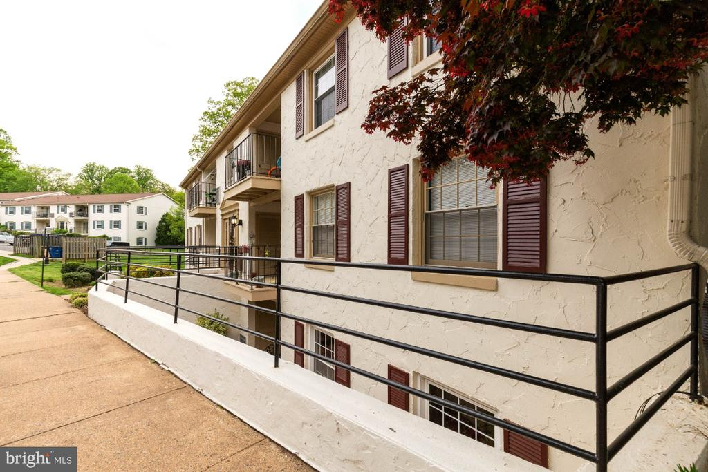 Sought after community - 5801-J REXFORD DR #807, SPRINGFIELD
