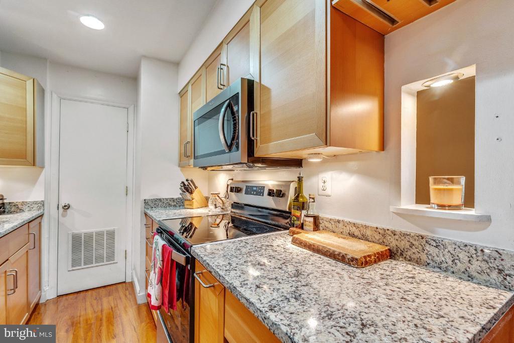 Updated Kitchen - 5801-J REXFORD DR #807, SPRINGFIELD