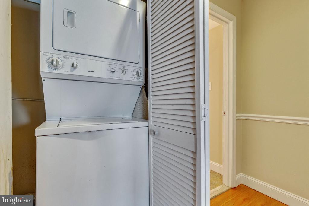Washer/dryer - 5801-J REXFORD DR #807, SPRINGFIELD