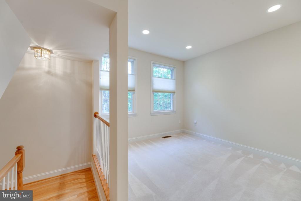 Bedroom#3/Den (easily closed off to a BR) - 2621 FAIRFAX DR, ARLINGTON