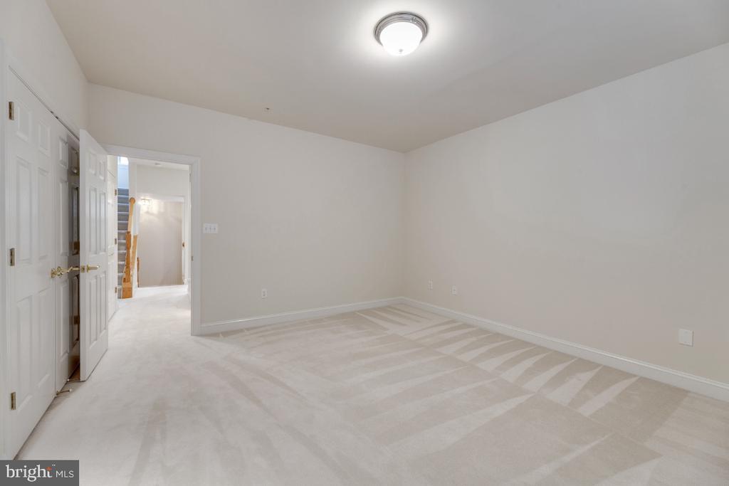 Bedroom #2 - 2621 FAIRFAX DR, ARLINGTON