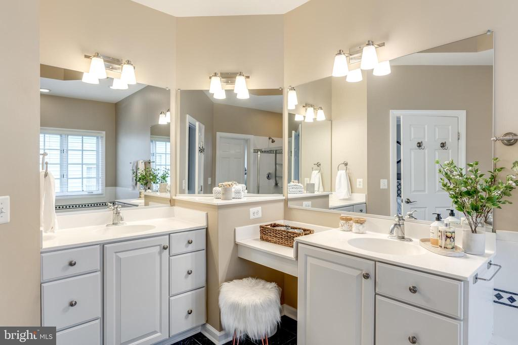 Large Primary Bath with 2 vanities - 47788 SAULTY DR, STERLING