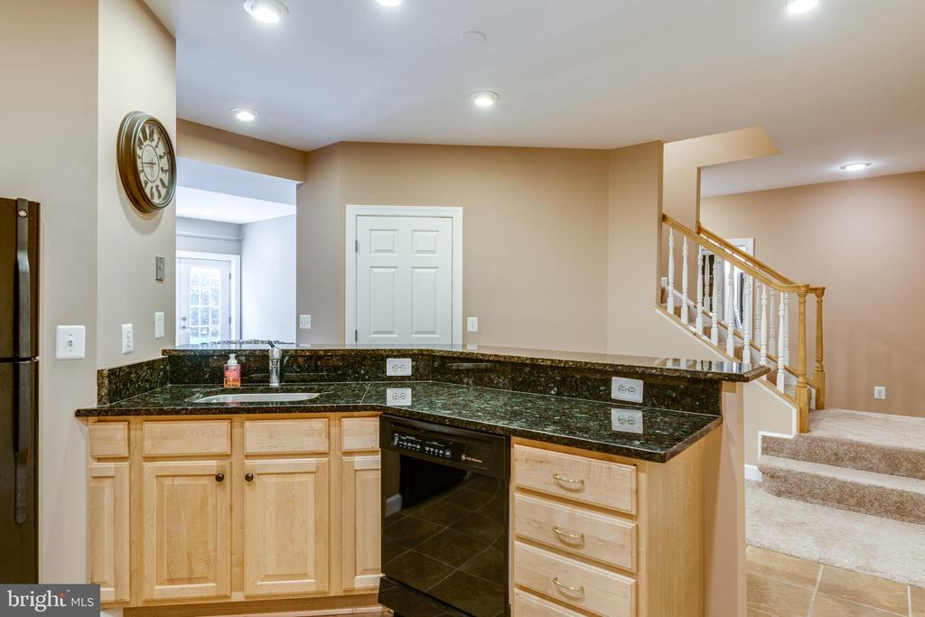 Dishwasher & perfect for entertaining - 47788 SAULTY DR, STERLING