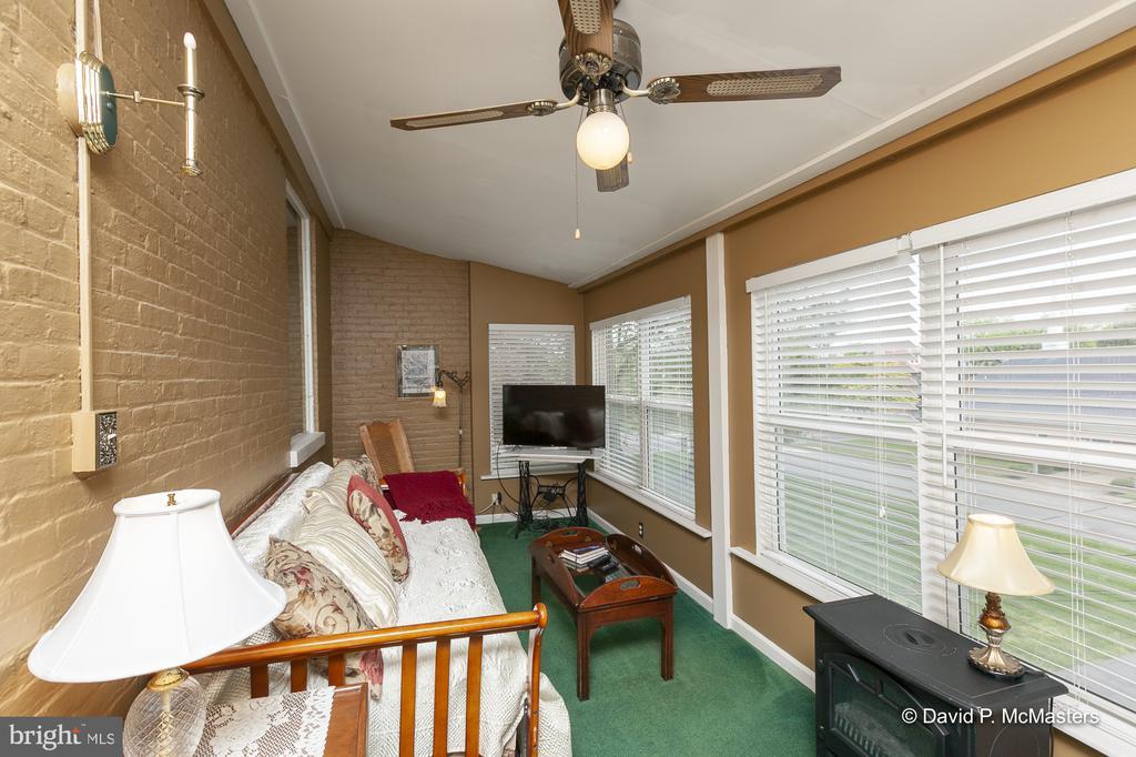 Shenandoah Suite has delightful sun room - 417 E WASHINGTON ST, CHARLES TOWN