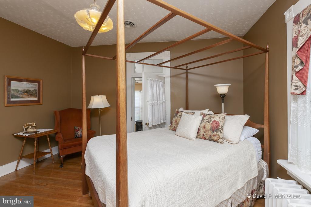 Shenandoah Bedroom Suite - 417 E WASHINGTON ST, CHARLES TOWN