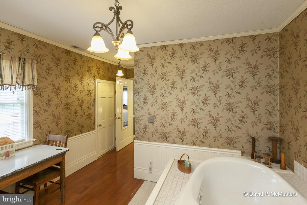 Carriage house  Mother in law suite? - 417 E WASHINGTON ST, CHARLES TOWN